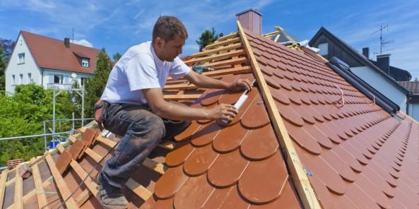 Germany, Baden-Wuerttemberg, Stuttgart, Mid adult man measuring roof tile